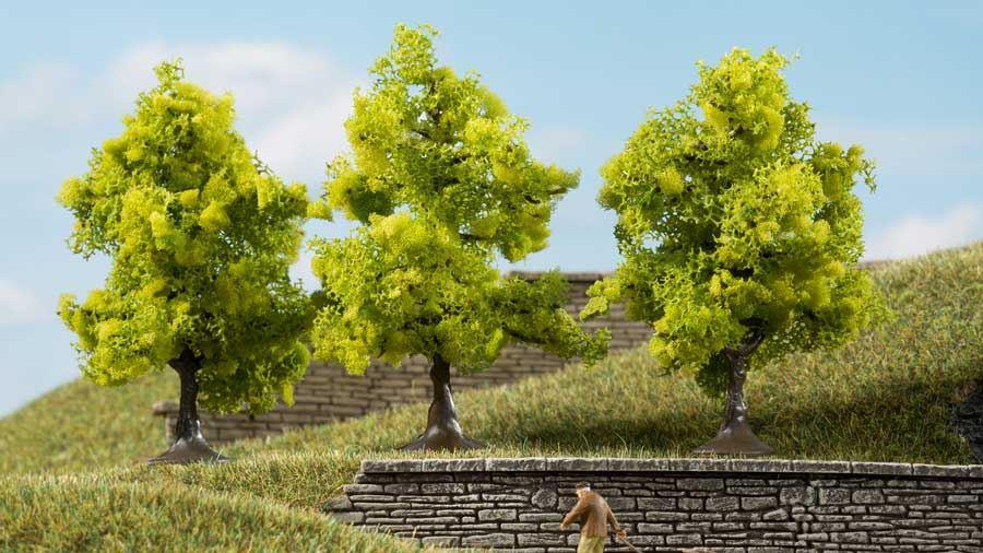 AUHAGEN 70935 — Лиственные деревья светло-зелёные (3 шт., ~70 мм), 1:87—1:120